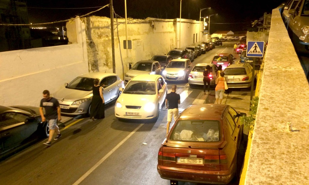 La Policía Local dice que aparcar mal está feo y justo hoy multará (antes no se han dado cuenta)