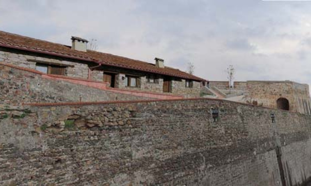 Okupas con estudios se instalan en las Murallas Reales
