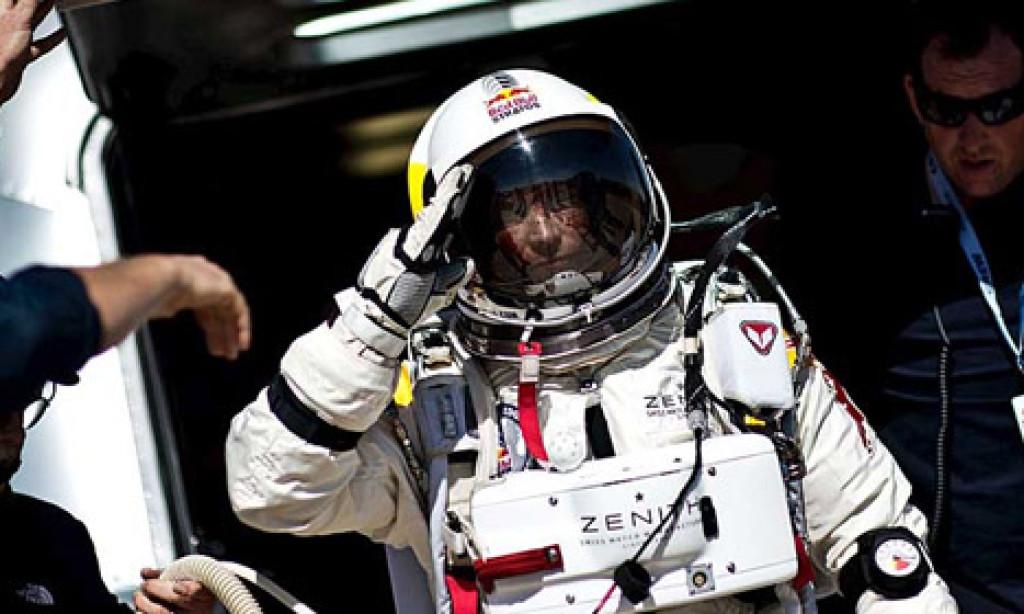 Felix Baumgartner intentará cruzar el Estrecho con levante fuerte en su próximo reto