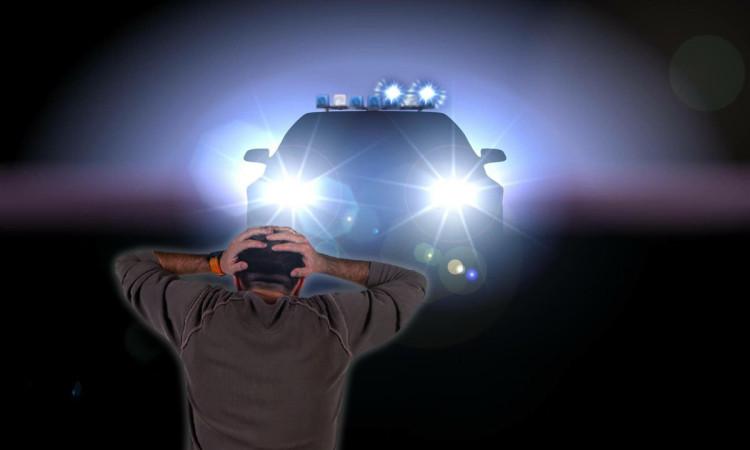 Sorprendido al cruzarse con un coche de policía por la noche insiste en que en realidad ha visto un ovni