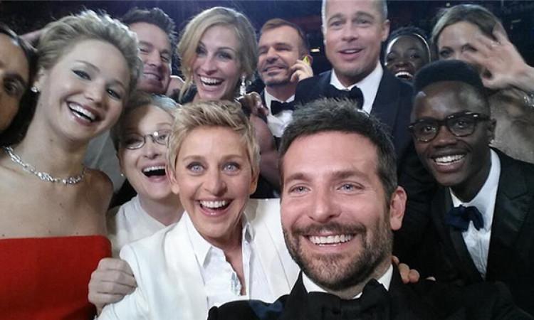Paco Márquez se pega una carrera desde el Congreso para salir en el 'selfie' de los Oscar
