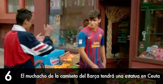 Estatua muchacho camiseta Barcelona